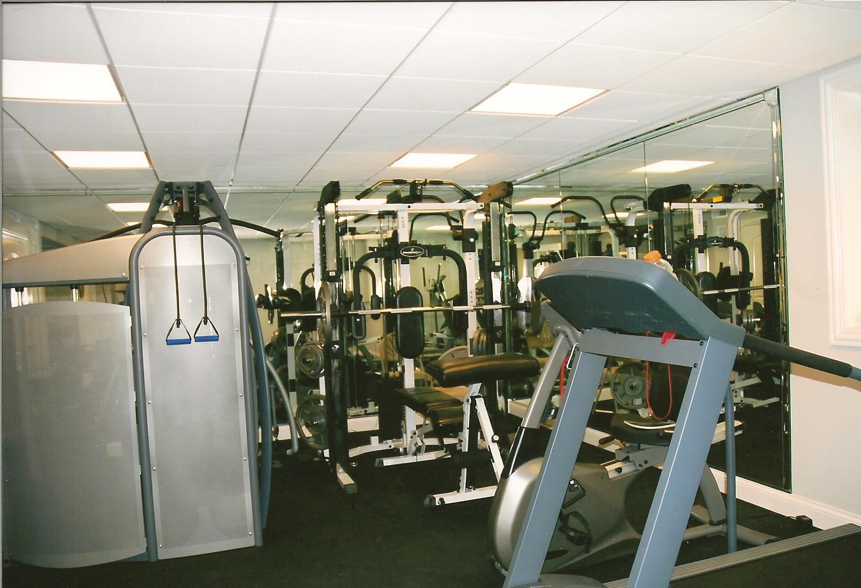 Mirrored Home Gym w/ Rubber Floor